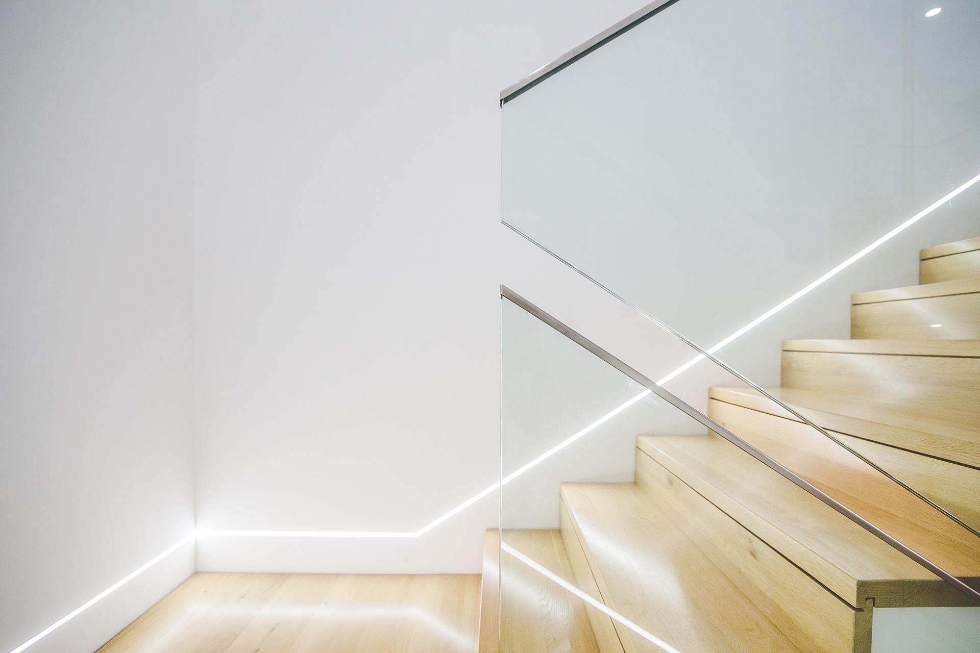 Stiegengeländer aus Glas, Glastüren