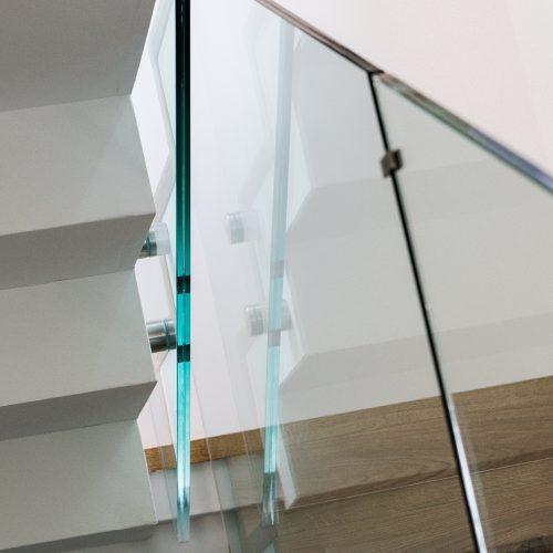 kindersicheres Stiegengeländer aus Glas 17